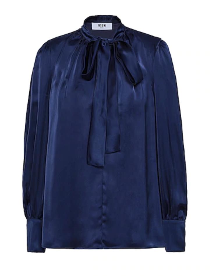 camicia blu da abbinare a colori pantone 2021